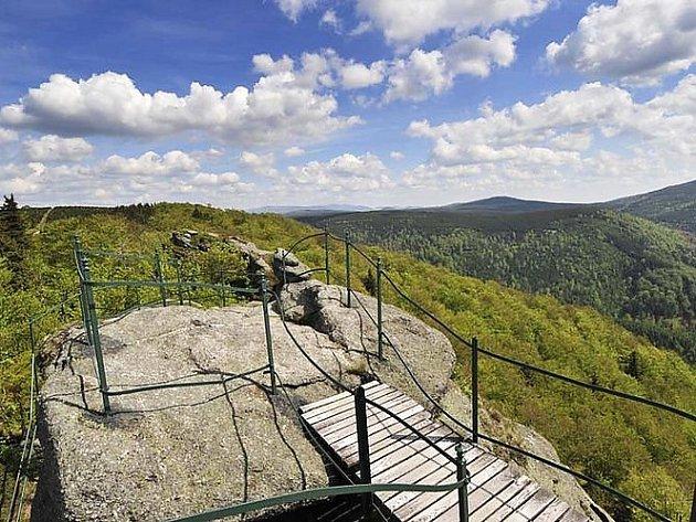 Obnovená trasa Hřebenovky vede od Karlovského mostu přes Jizeru na českopolské hranici přes území Libereckého kraje do německé oblasti Žitavských hor.