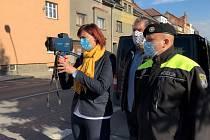 Vedení města České Lípy si vyzkoušelo mobilní radar v ulici 5. května.