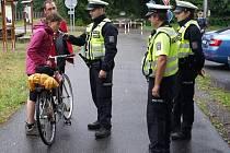 Dopravně preventivní projekt probíhá napříč Libereckým krajem. Minulý týden vyrazili policisté na cyklostezku do Manušic.