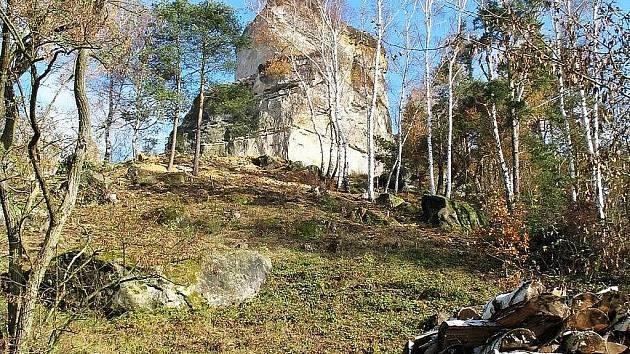 Stav hradní skály měsíc po podzimní katastrofě.