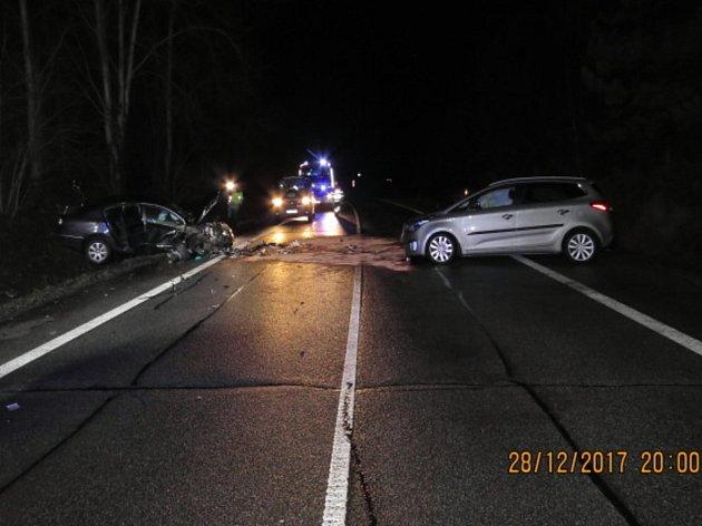 Čtyři zranění si vyžádala čtvrteční nehoda nedaleko Kunratic uCvikova.