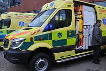 Krajští záchranáři mají nové moderní sanitky a lékařské vozy.