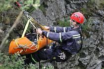 Námět cvičení zavedl hasiče do výšky 696 m n. m., na vrchol skalní oblasti Ralsko.