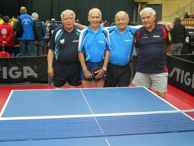 Finalisté čtyřhry malého finále věkové kategorie M85.