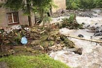 V Novém Oldřichově se potok změnil v dravou řeku.