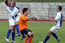 Martin Kolegar (zcela vlevo) jako poslední hráč penaltového rozstřelu proměnil penaltu.