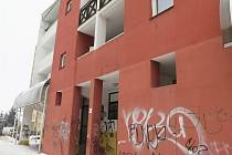 Vedení Lípy chce opravit bytový dům v Komenského ulici. Místní by tu uvítali služebnu městské policie.