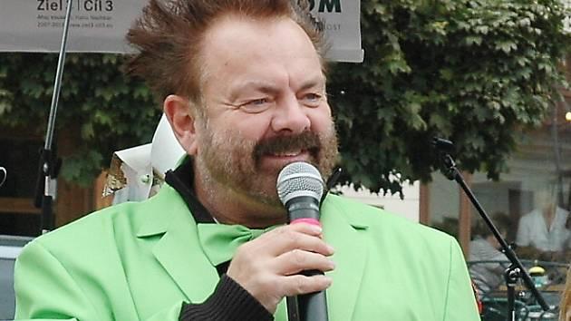 Václav Upír Krejčí provede malé i velké návštěvníky ekologickou show.
