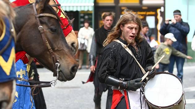 Středověké rytířské divadlo Traken dorazilo do České Lípy v pátek.