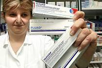 Vakcín proti chřipce Vaxigrip a Fluad je dostatek, lékaři ale už očkování neprovádějí.