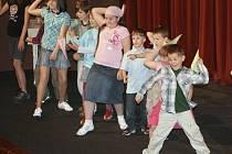 Divadelní přehlídka Dospělí dětem začíná v novoborském městském divadle již v pátek.