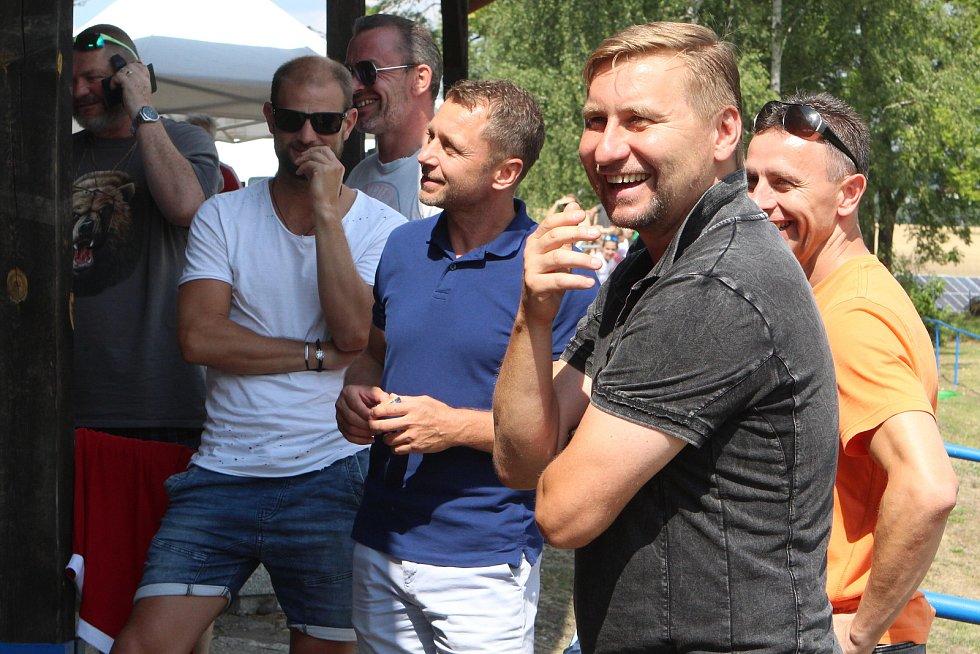 Patnáct fotbalových týmů v čele s výběrem Horsta Sigla rozehraje v sobotu 18. července od 9 hodin sedmý ročník Skalice Celebrity Open Cup.