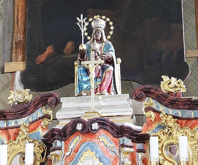 Vzácnému baroknímu oltáři v kostele sv. Jiljí v obci Bezděz na Českolipsku se navrátila jeho podoba z 18. století.