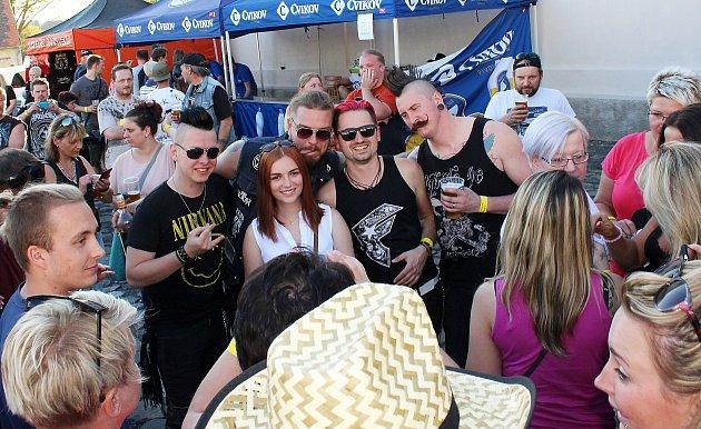 Na cvikovském festivalu zahrála také kapela Rybičky 48.