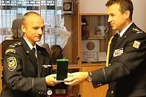 Za dvacet let služby a vzorné plnění služebních povinností převzal medaili II. stupně mjr. Mgr. Ladislav Vakula, velitel stanice profesionálních hasičů v České Lípě.