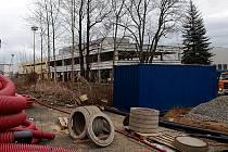 Hala logistického areálu, jehož stavbu provází nesrovnalosti s povolením.