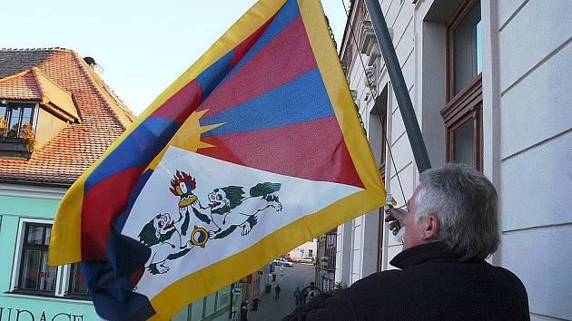 Tibetská vlajka nechybí ani na radnici v České lípě.