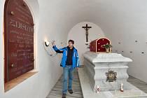 Hrob svaté Zdislavy v katakombách baziliky svatého Vavřince a svaté Zdislavy v Jablonném v Podještědí.