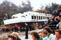 Spuštění lodě Máj na Máchovo jezero