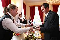 Studenti pro hosty připravili sushi, zvěřinové medajlonky, koktejly nebo slavnostní tabuli.
