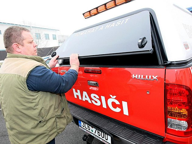 Dobrovolní hasiči se dostali do sporu s vedením města poté, kdy starosta Dvořák začal požadovat citelné úspory.