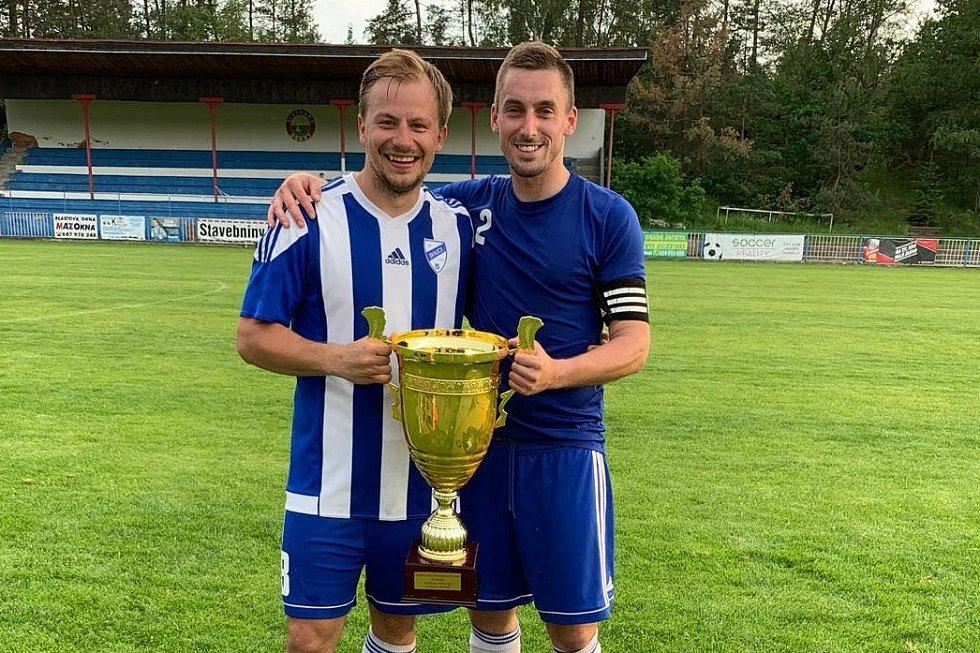 Martin Švec (vpravo) - fotbalista, který kope ve Skalici u České Lípy.