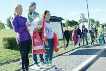 Nejrychlejší ženy na 3 km nad 35 let: zleva 2. Loudová (AC Česká Lípa), 1. Macháčková (TJ Doksy), 3. Švirlochová (KB Jílové).