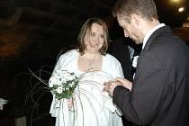 Svatba Daniely a Zdeňka proběhla 21. 12.2012 přesně ve 12 hodin ve sklepeních vodního hradu Lipý.