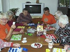 Společenské hry, dobrá zábava a něco na zub. K pomoci ostatním opravdu stačí málo.