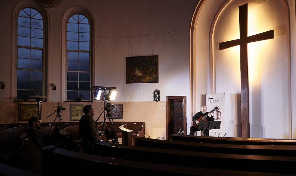 Čtvrtá sezóna Českolipského komorního cyklu pokračovala v úterý 11. května večerem s duem špičkových českých kytaristů Pavla Steidla s Lukášem Sommerem.