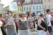 Na českolipské náměstí dorazilo protestovat kolem 200 lidí.
