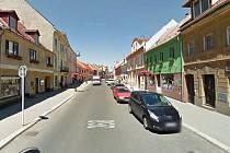 Radnice v Mimoni usiluje o omezení maximální doby stání v Mírové ulici především kvůli dlouhodobému problému s odstavenými auty.