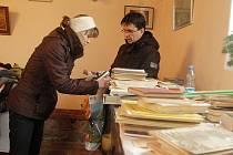 Své zákazníky si o víkendu našel charitativní bazar v kostele svatého Ducha v Novém Boru.