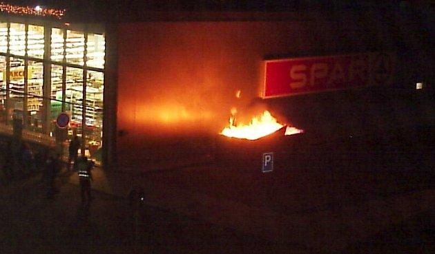 U Sparu hořel kontejner