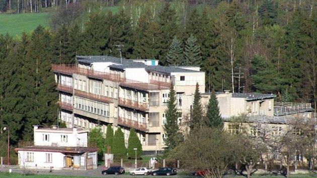 Nedaleko od léčebny pro dospělé je rozlehlý komplex funkcionalistických budov, kde sídlí Dětská léčebna.