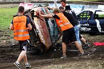Destruction derby na autodromu. Den první.