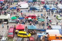 Vyhlášené burzy veteše se na parkovišti pod zákupským zámkem konají od roku 1993 a každou první sobotu v měsíci na ně přijíždějí tisíce lidí z mnoha koutů Čech.