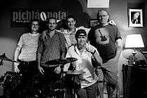 Českolipská kapela Banworks pokřtila své první album Dlouhonohej stín v dokském klubu Píchlá nota.
