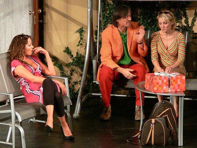 Vedle Veroniky Žilkové a Martina Stropnického hraje v Kachně na pomerančích i Agáta Hanychová.