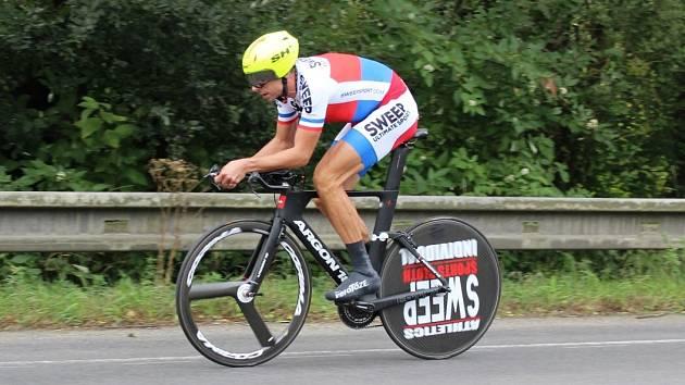 Úlohu favorita potvrdil amatérský mistr ČR Petr Čapek, který trať prolétl jako jediný pod 24 minut.