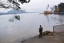 Sportovní rybolov je na Máchově jezeře povolen od letošního jara.
