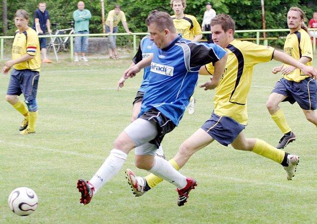 Poslední čtvrtý gól do sítě Velkého Valtínova dal jestřebský Jiří Ješeta.