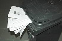 Kdokoliv mohl získat osobní údaje téměř stovky dětí. Byly hozené mezi odpadky. Ilustrační foto.