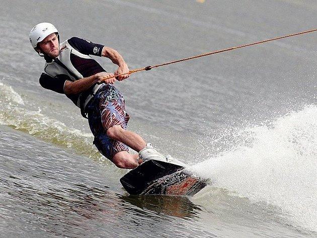 Wakeboarding - na vlnách i ve vzduchu.