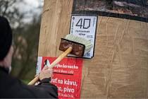 V České Lípě vystavují umění na plakátovacích plochách.