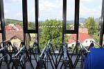 Střední uměleckoprůmyslová škola sklářská v Kamenickém Šenově se proměnila v další Centrum odborného vzdělávání, kterých bude v Libereckém kraji celkem osm. Škola prošla modernizací za téměř 100 milionů korun.