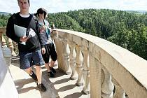 Jen na pár dní v roce je pro návštěvníky zpřístupněná vyhlídková věž na zámku Lemberk v Jablonném v Podještědí.
