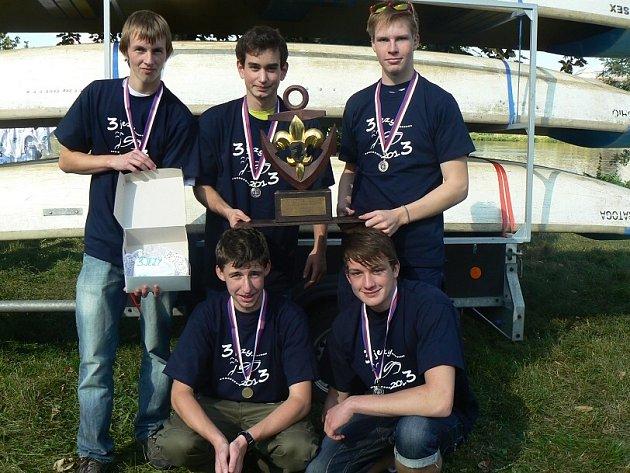 Vítězný tým mimoňských skautů.