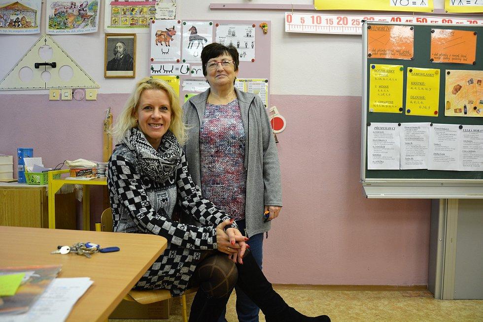 Zleva: učitelka a speciální pedagog Věra Zoubková a Marie Chadimová, předsedkyně odborů ZŠ Sever.
