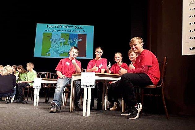Vlistopadu se šesťáci ze Skalice již tradičně zúčastnili 14.ročníku soutěže DRAKOUŠ vdivadle vNovém Boru.